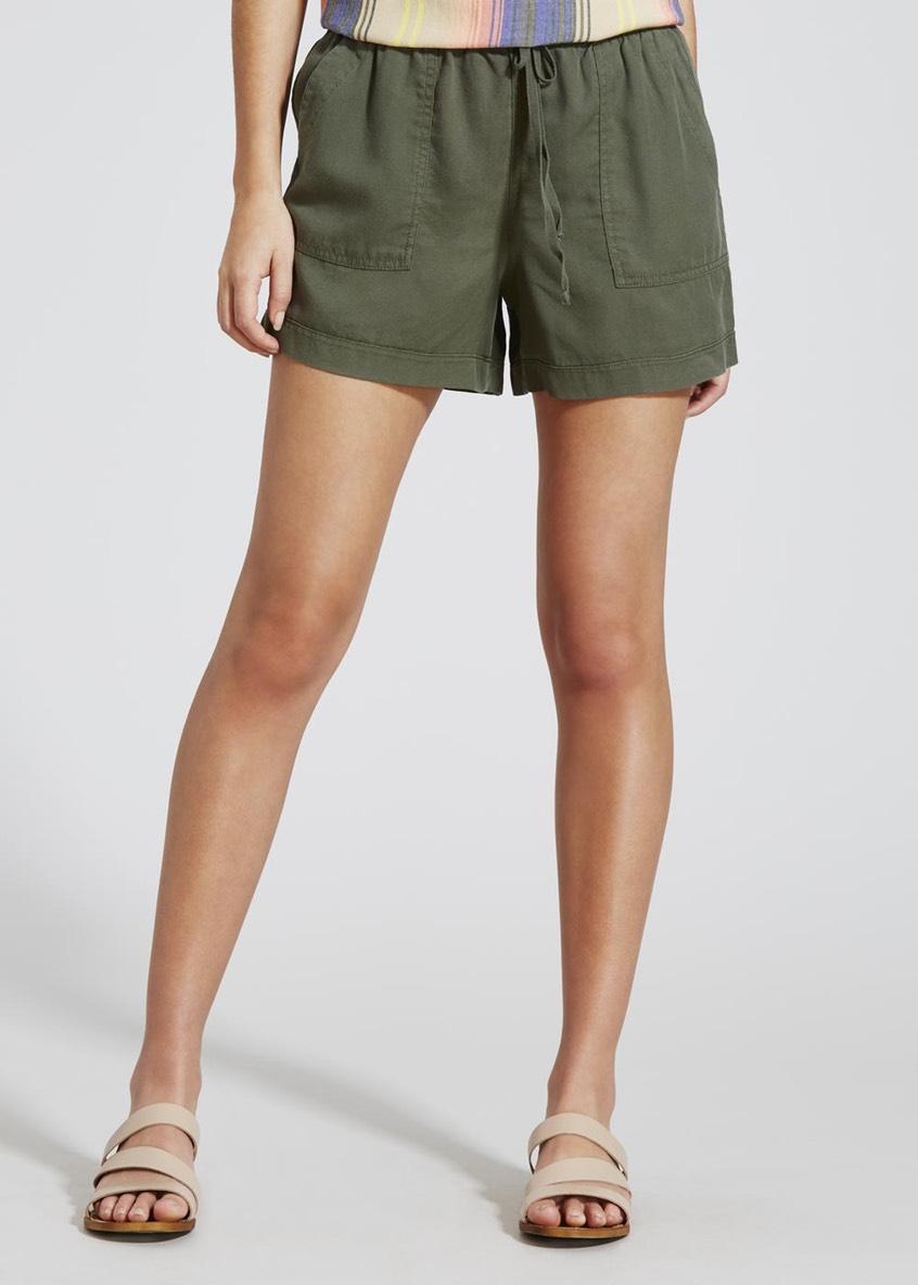 (ไซส์ 18 เอว36-38 นิ้ว สะโพก 48 นิ้ว) กางเกงขาสั้น ยี่ห้อ papay สีเขียวขี้ม้า เอวรูดได้มีเชือกคะ
