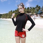 [พร้อมส่ง]BKN-143 ชุดว่ายน้ำแขนยาว เสื้อสีดำ กางเกงขาสั้นสีแดงสวยๆ