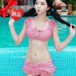 [พร้อมส่ง]BKN-201 ชุดว่ายน้ำเซ็ต 2 ชิ้น เสื้อแขนตุ๊กตา กางเกงกระโปรงแต่งระบาย ลายเส้นสีแดงขาวสวยๆ