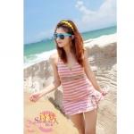[พร้อมส่ง]BKN-925 ชุดว่ายน้ำ สีชมพู ลายขวางสลับสีสวย ปลายเสื้อแต่งระบาย กางเกงขาสั้น