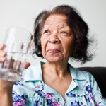 ผู้สูงอายุ กับอันตรายจากการขาดน้ำเรื้อรัง