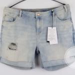 (ไซส์ 16 UK เอว 32-34 นิ้ว สะโพก 44 นิ้ว ) กางเกงยีนส์ สีซีดๆ ยี่ห้อ New look พับปลายขา มีรอยขาดเซอร์ๆ