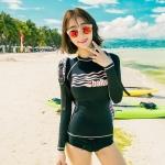 [พร้อมส่ง]BKN-053 ชุดว่ายน้ำแขนยาว สีดำ เสื้อสกรีนลาย